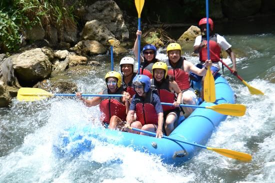 White water rafting on the Rio Bueno